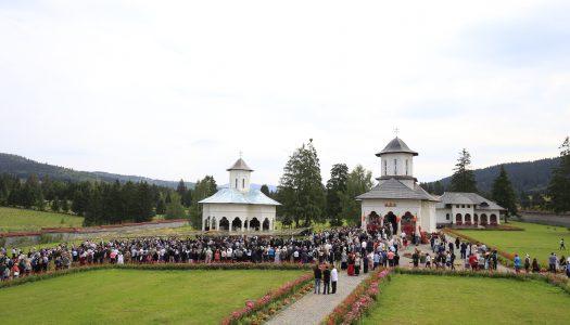 Hramul Mănăstirii de la Izvoru Mureșului