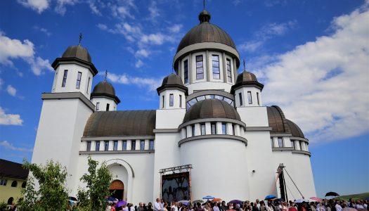 Târnosirea noii biserici a Mănăstirii Dumbrava.