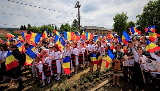Slujire arhierească în Parohia Sărmaș, Protopopiatul Călimani.