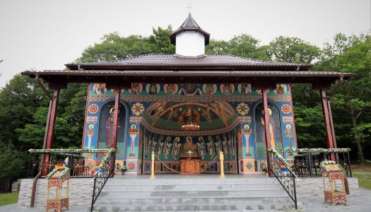 Târnosirea Altarului de vară din incinta mănăstirii Mărcuș.