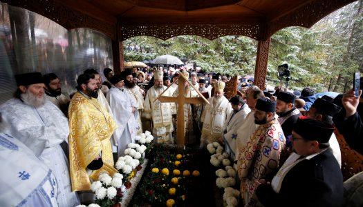 Părintele Arsenie Boca a fost pomenit la Mănăstirea Prislop la 29 de ani de la trecerea în veșnicie