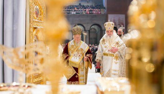 Patriarhul Ecumenic a prezidat prima Liturghie oficiată în Catedrala Mântuirii Neamului | VIDEO