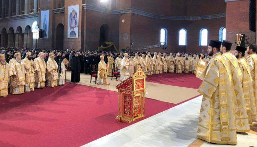 Patriarhii Teofil al Ierusalimului și Daniel al României au oficiat Sfânta Liturghie la primul hram al Catedralei Naționale