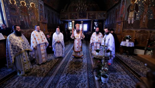 """A treia zi de Crăciun. Ps Andrei a oficiat Sfânta Liturghie la Mănăstirea """"Sfântul Ilie"""" din Toplița."""