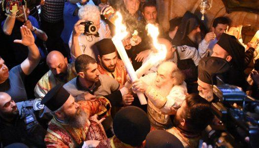 Sfânta Lumină a coborât în Biserica Sfântului Mormânt din Ierusalim