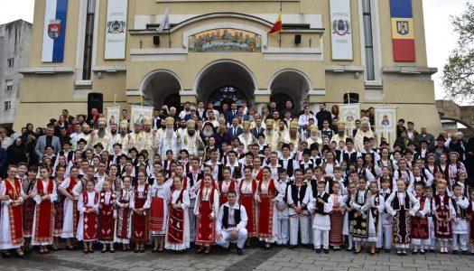Catedrala Episcopală din Caransebeș – Sobor de ierarhi, preoți, diaconi și mulți credincioși la bucuria hramului