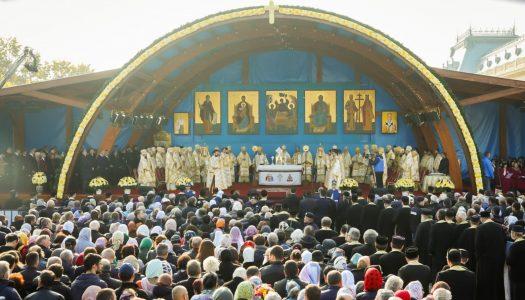 Sfinții Dimitrie, Dionisie și Filofteia au adunat mii de credincioși în rugăciune pe Colina Bucuriei
